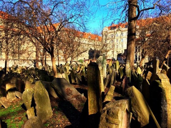 Praga: Cemitério Judeu