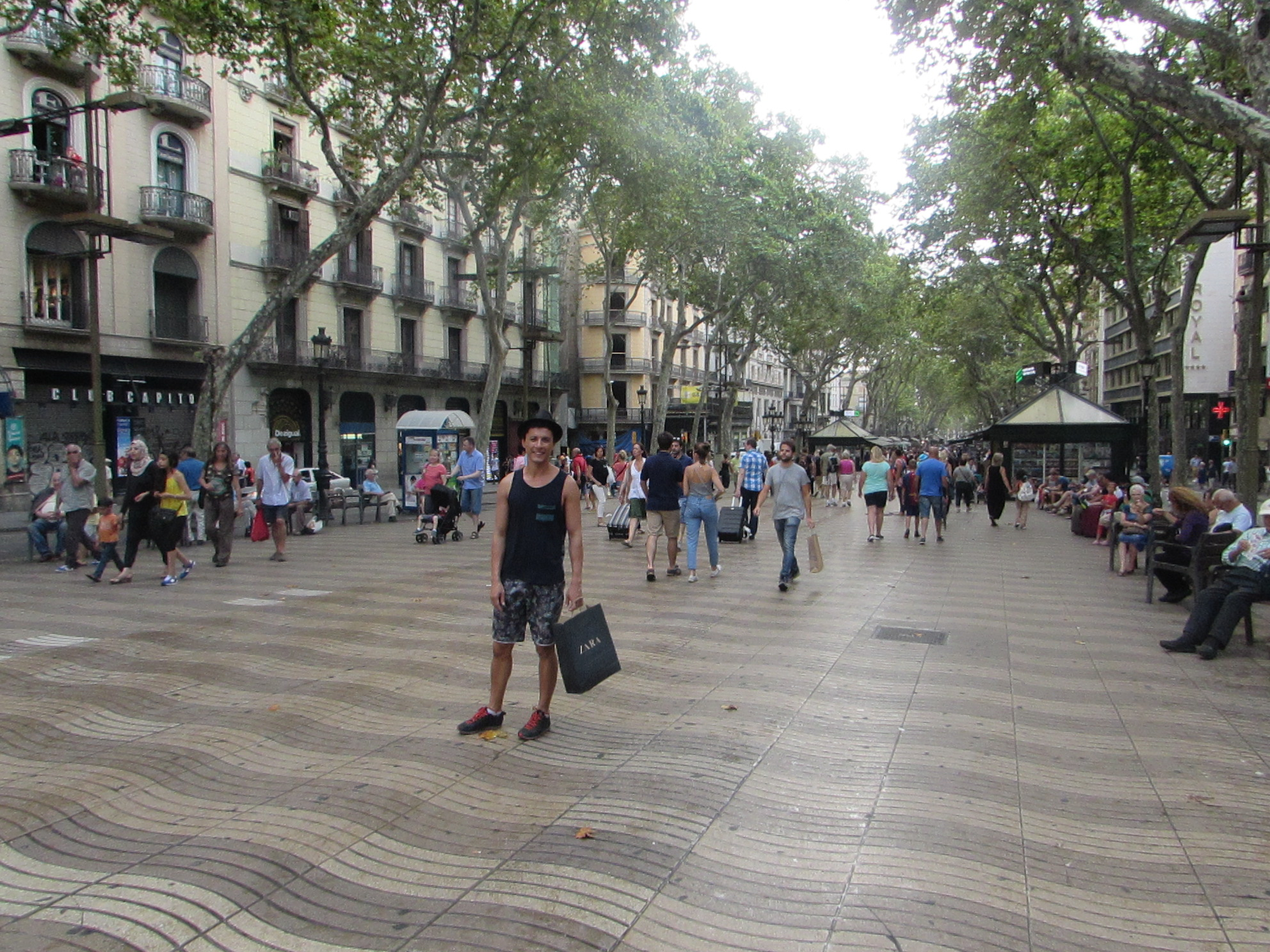 o Calçadão mais famoso de Barcelona